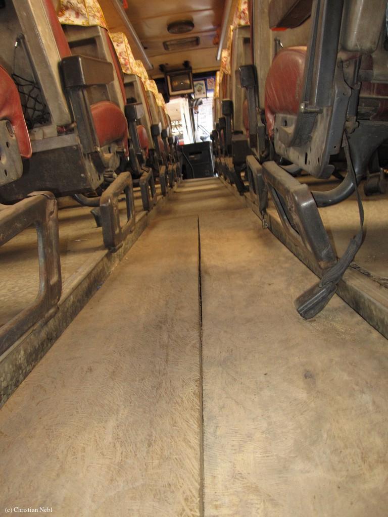 Nobel: Ein Bus mit Holzboden Nobel: Ein Bus mit Holzboden